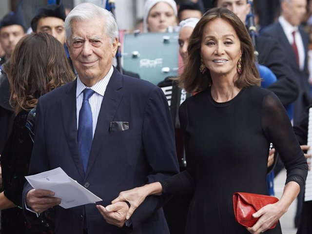 Mario Vargas Llosa and Isabel Preysler arrives to the 2018 Princess of Asturias Awards Ceremony at the Campoamor Teather on October 19, 2018 in Oviedo, Spain.
