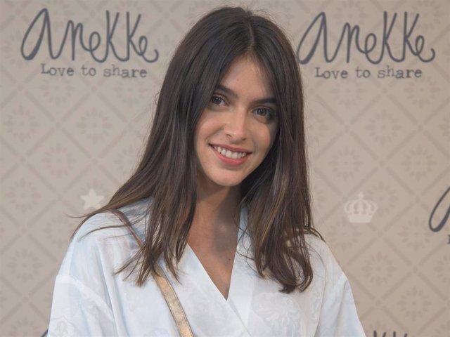 Lucía Rivera, de lo más sonriente en una presentación recientemente