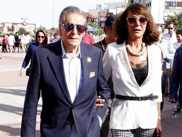Jaime Ostos, en una de sus últimas apariciones públicas, acudiendo a los toros con su esposa, Mari Ángeles Grajal