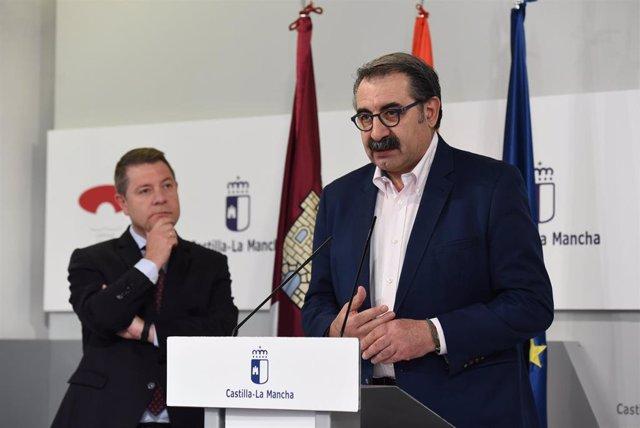 El presidente de C-LM, Emiliano García-Page y el consejero de Sanidad, Jesús Fernández Sanz.