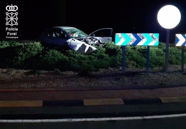 Vehículo que ha sufrido un accidente en la travesía de Mendavia. El único ocupante ha sido trasladado al Complejo Hospitalario de Navarra herido grave.