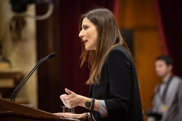 La portavoz de Ciudadanos en el Parlament de Catalunya, Lorena Roldán, durante su intervención en una sesión plenaria del Parlament, en Barcelona /Catalunya (España), a 17 de diciembre de 2019.