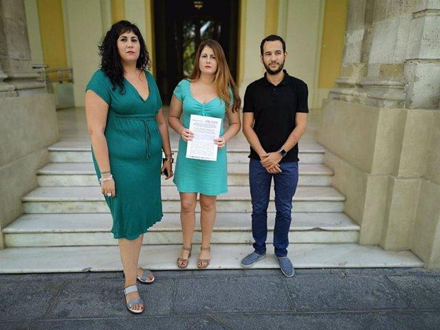 Los concejales de Adelante Sevilla en el Ayuntamiento hispalense Sandra Heredia, Susana Serrano y Daniel González Rojas, en una imagen de archivo