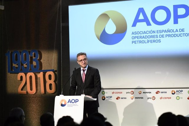 El presidente de AOP, Luis Aires, interviene durante el acto del 25º aniversario de la Asociación Española de Operadores de Productos Petrolíferos.