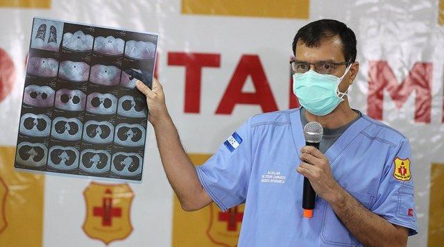 Coronavirus.- El presidente de Honduras apela desde el hospital a la unidad para