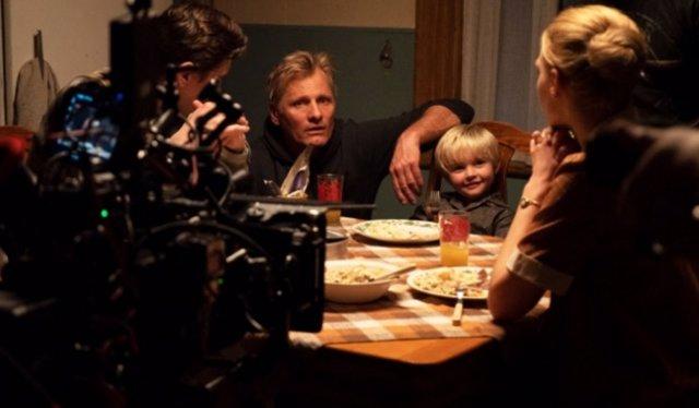 El actor Viggo Mortensen en una escena de su película 'Falling'