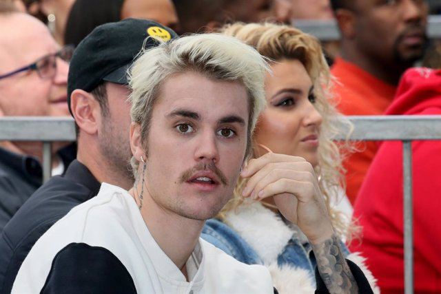Justin Bieber (L) and Tori Kelly (R) attend an event honoring Sir Lucian Grainge with a star on the Hollywood Walk of Fame