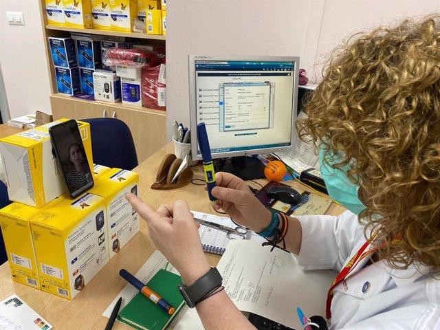 La Unidad de Endocrinología y Nutrición del Hospital Macarena refuerza la educación terapéutica para diabetes y obesidad.