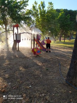 Desinfección de parques infantiles de Mérida para su reapertura