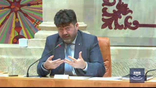 El economista Carlos Sánchez Mato interviene en el Parlamento de La Rioja