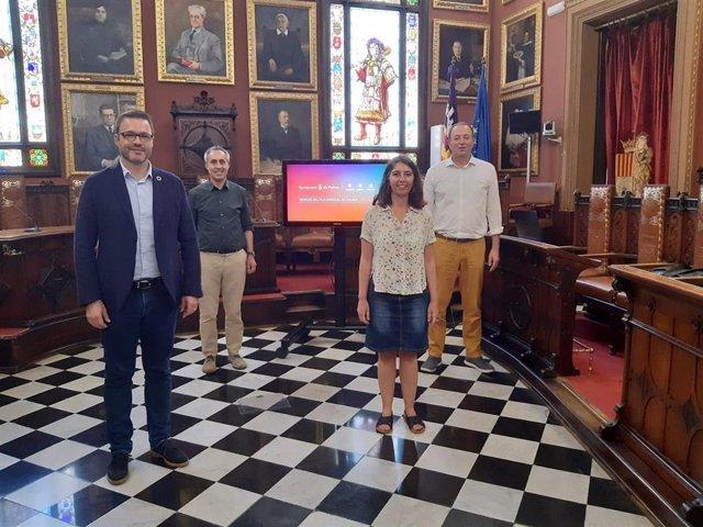 El alcalde de Palma, José Hila, y la regidora de Modelo de Ciudad, Neus Truyol.