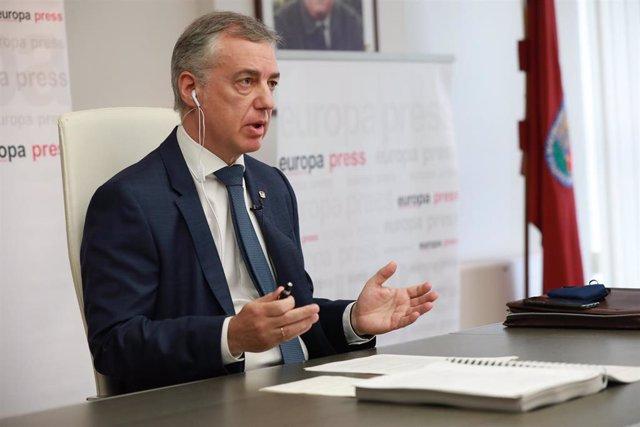 El lehendaki del Gobierno Vasco, Iñigo Urkullu, durante uno de los encuentros digitales de Europa Press, en Vitoria-Gasteiz, Álava
