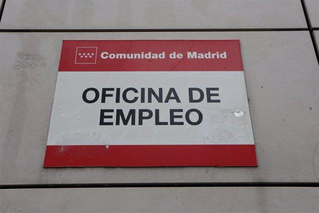 Cartel de una Oficina de Empleo ubicada en Ronda de las Provincias, número 7, de la capital