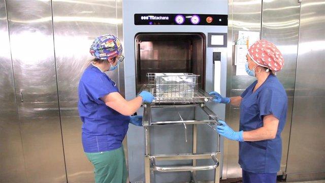 Imagen del proceso de desinfección de mascarillas FFP2 y FFP3 en el departamento de salud Xàtiva-Ontinyent de Valencia siguiendo el protocolo creado por el instituto tecnológico Ainia.