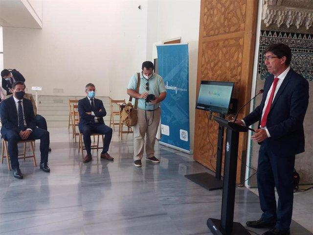 El vicepresidente de la Junta, Juan Marín, en presencia del alcalde de Granada, Luis Salvador, el primero por la izquierda, ambos de Cs