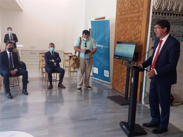 El vicepresidente de la Junta, Juan Marín, interviene en presencia del alcalde de Granada, Luis Salvador, y su edil de Turismo, Manuel Olivares