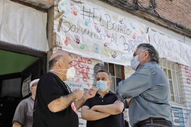Pepu Hernández visita la Asociación de Vecinos de Aluche