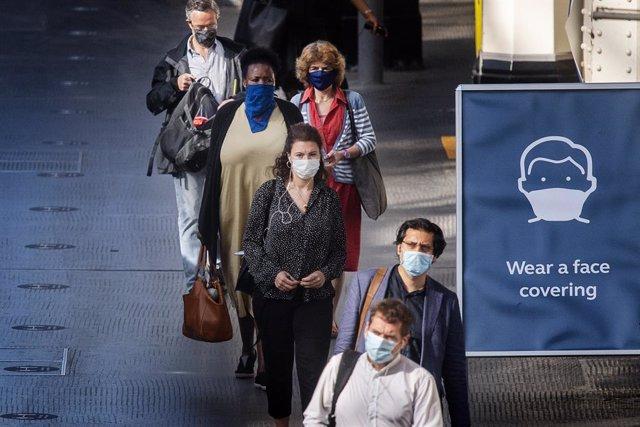 Coronavirus.- Reino Unido añade menos de mil nuevos contagios a su balance de CO