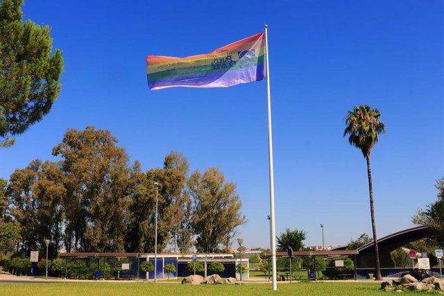 La UPO ondea la bandera arcoiris en su campus y se suma así al Día del Orgullo Gay