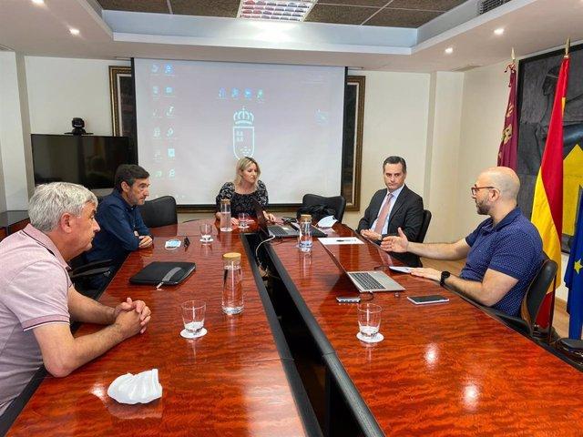 La consejera de Empresa, Industria y Portavocía, Ana Martínez Vidal (c), durante el encuentro de Calzia