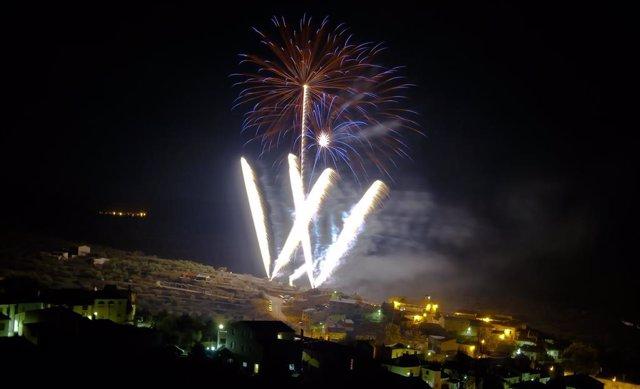 Imagen de archivo de un castillo de fuegos artificiales en honor a Santa Bárbara