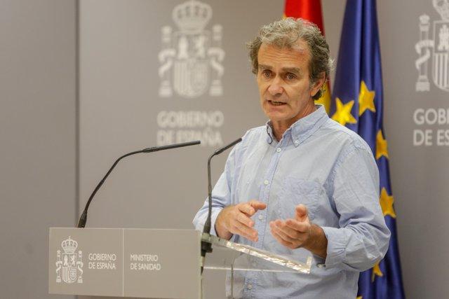 El director del Centro de Coordinación de Alertas y Emergencias Sanitarias (CCAES), Fernando Simón, durante la primera de las ruedas de prensa que ofrecerá en el Ministerio de Sanidad dos veces a la semana
