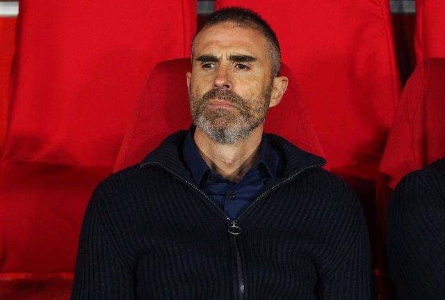 GRANADA, SPAIN - MARCH 05: Gaizka Garitano head coach of Athletic de Bilbao during Copa del Rey football match played between Granada CF and Athletic de Bilbao at Nuevo Los Carmenes stadium on March 05, 2020 in Granada, Spain.