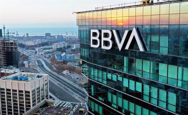 La Torre BBVA en Buenos Aires con la nueva identidad de marca del Grupo.