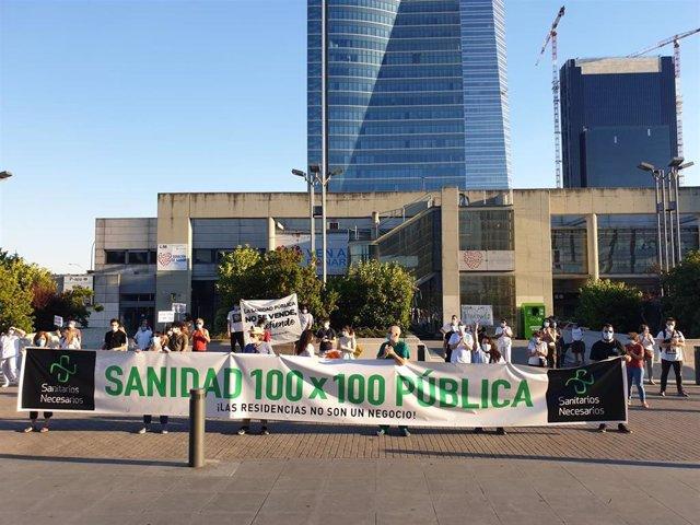 Concentración en el Hospital de La Paz, en Madrid.
