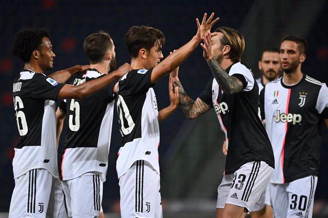 Fútbol/Calcio.- (Crónica) La Juventus se aferra al liderato en Bolonia