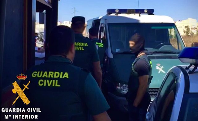 Agentes de la Guardia Civil de Almería