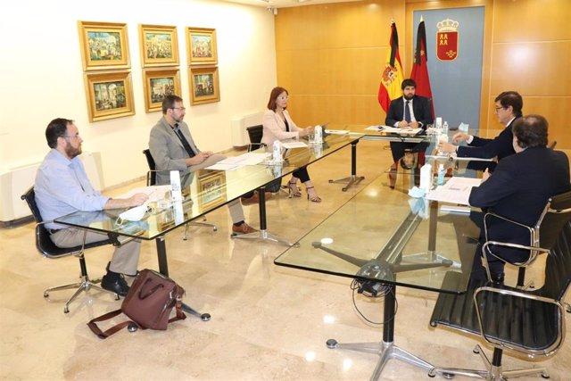 El jefe del Ejecutivo autonómico, Fernando López Miras, presidió hoy la reunión de constitución del Comité de Seguimiento poscovid de la Región de Murcia