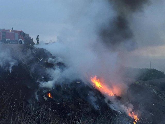 Incendio en un vertedero ilegal en Guía de Isora