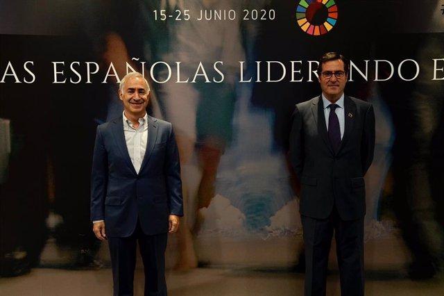 Antonio Coimbra (Vodafone) y Antonio Garamendi (CEOE) en la cumbre 'Empresas españolas liderando el futuro' organizada por CEOE,