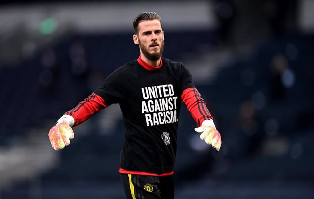 David de Gea (Manchester United) before the start of the English Premier League soccer match between Tottenham Hotspur and Manchester United at the Tottenham Hotspur Stadium.