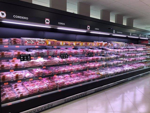 Lineal con carne fresca en un supermercado de Mercadona