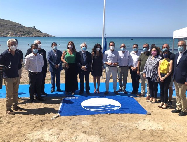 Nota + Foto + Sonido/ Turismo Entrega 32 Banderas Azules Q Ue Garantizan La Excelencia Y Seguridad De Playas Y Puerto S De La Región