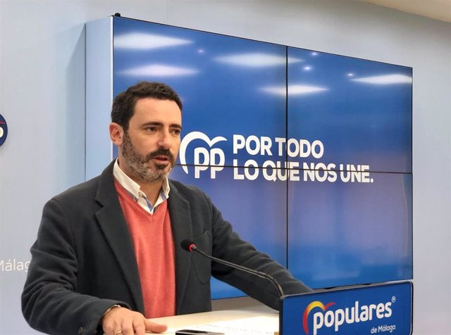 El coordinador general del Partido Popular de Málaga, José Ramón Carmona, en rueda de prensa, en una imagen de archivo.