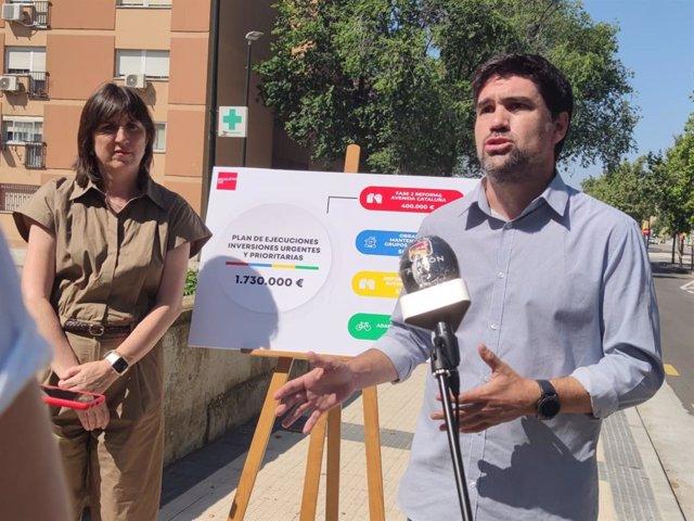 La portavoz del grupo municipal del PSOE, Lola Ranera, y el concejal socialista, Horacio Royo, en la avenida de Cataluña