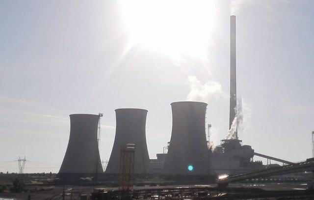 La central de Andorra quema sus últimas toneladas de carbón.