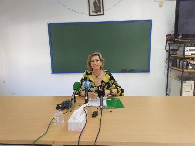 La delegada de Educación de la Junta de Andalucía en Córdoba, Inmaculada Troncoso, en una rueda de prensa.