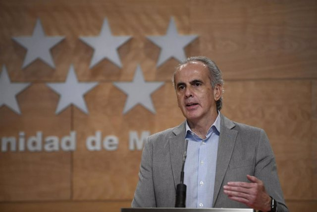 El consejero de Sanidad de la Comunidad de Madrid, Enrique Ruiz Escudero, ofrece una rueda de prensa tras la reunión del Consejo de Gobierno de la Comunidad de Madrid, en la Real Casa de Correos, Madrid (España), a 19 de junio de 2020.