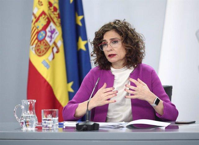 La ministra de Hacienda y portavoz del Gobierno, María Jesús Montero, durante su intervención en la rueda de prensa posterior al primer Consejo de Ministros