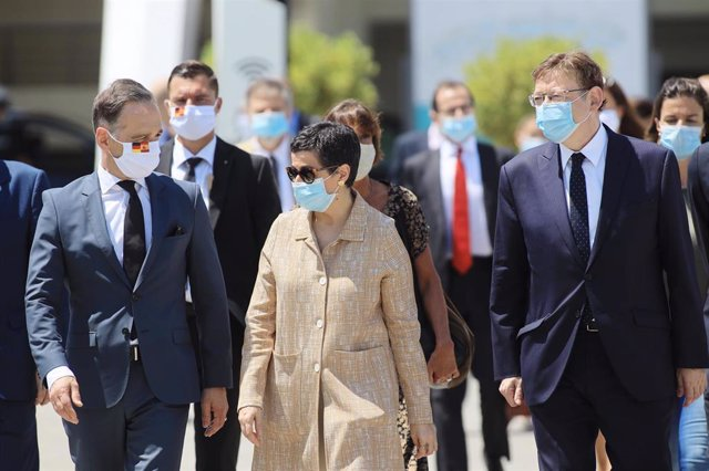 (I-D) El ministro de Relaciones Exteriores alemán, Heiko Maas, la ministra de Asuntos Exteriores, Unión Europea y Cooperación, Arancha González Laya, y el president de la Generalitat, Ximo Puig