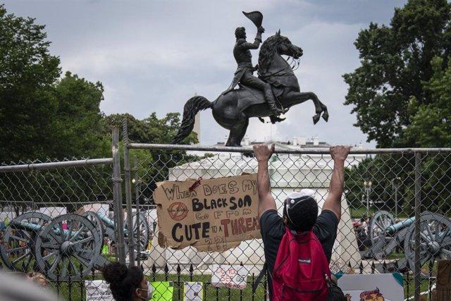 EEUU.- Trump ordena detener a quien destroce monumentos, también con efecto retr