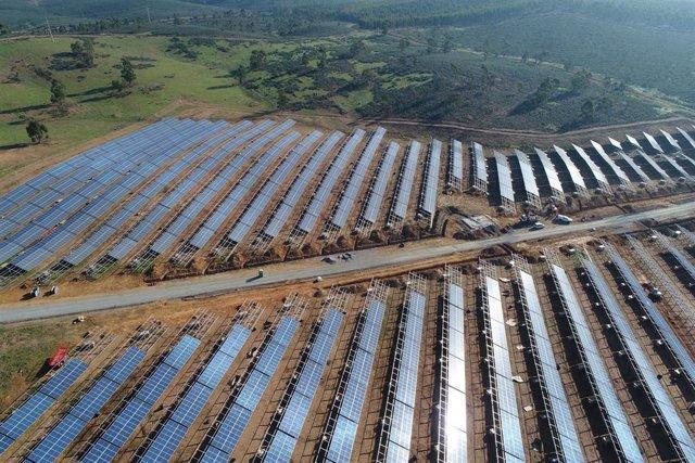 Economía.- El Gobierno 'pincha' la especulación en las renovables y lanzará este