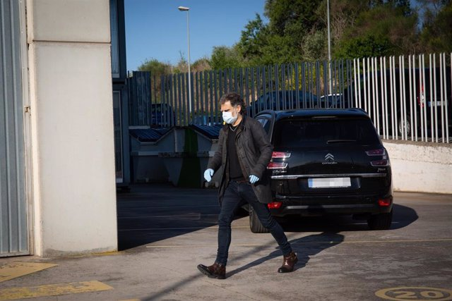 El presidente de Òmnium, Jordi Cuixart, a su llegada a su fábrica de Sentmenat (Barcelona)