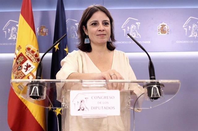 La portavoz del PSOE en el Congreso, Adriana Lastra, ofrece una rueda de prensa en la Cámara baja
