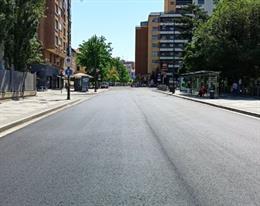 Los viales de la plaza del Poniente de Valladolid, recién asfaltados.