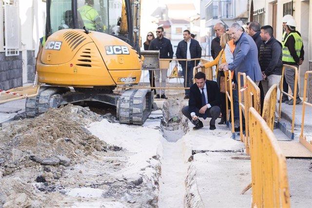 El presidente de Diputación en una imagen de archivo en una visita a obras en la provincia